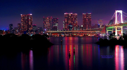 nightphotography beautiful japan architecture buildings reflections tokyo colorful cities magical rainbowbridge lowlightphotography odaibaisland metropolisatnight nightatmosphere magicalaura