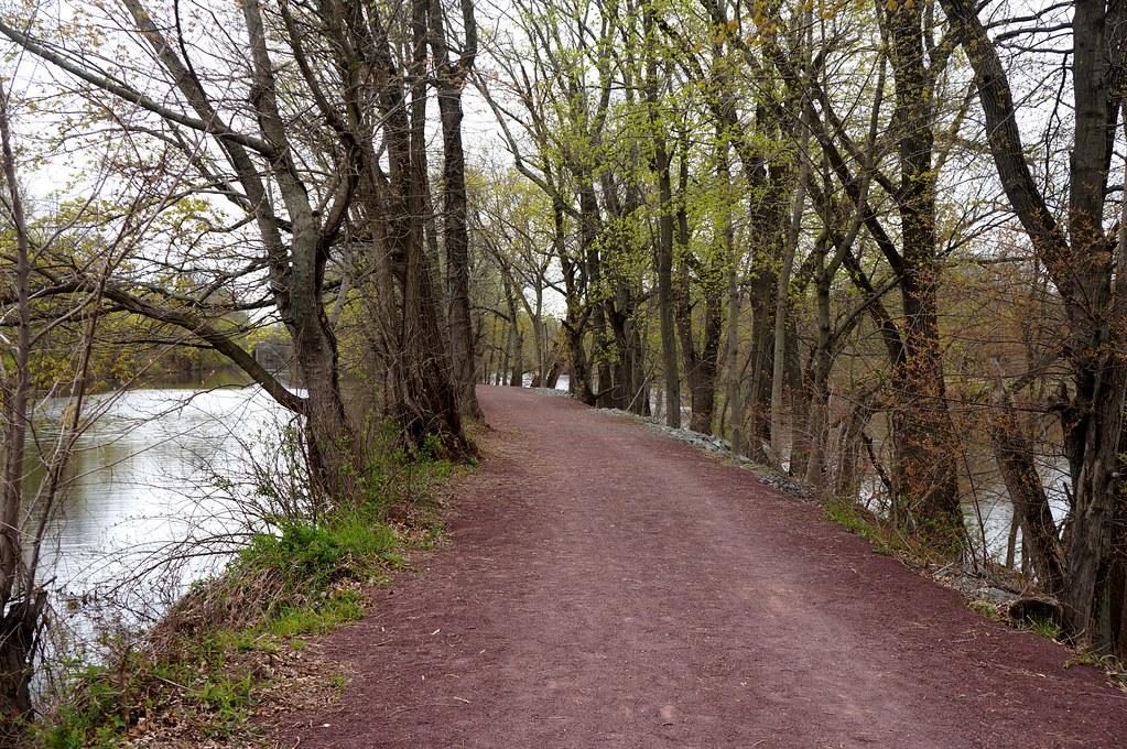 Delaware Raritan Canal towpath