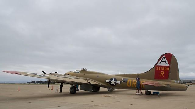 B-17_Nine-O-Nine_0455w