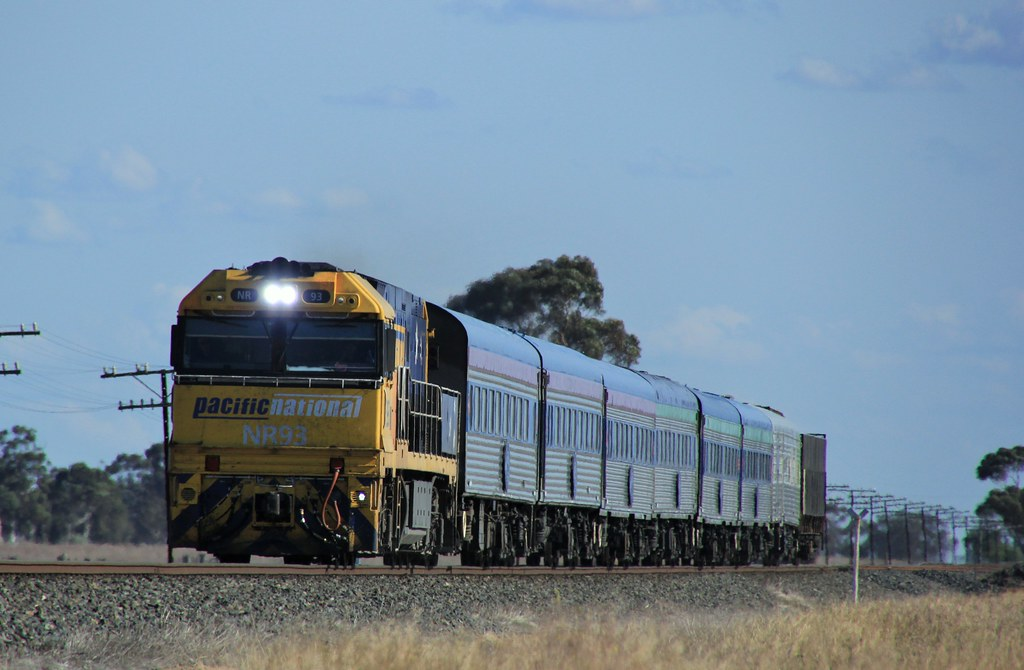 NR93 powers  an ontime Overland through Dooen by bukk05