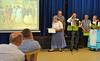 Themen sind Taufe, Schulzeit, Jugendzeit, Dorffeste, Kirchweih, Hochzeit, Schweineschlacht und zu guter Letzt das Kofferpacken zur Auswanderung.