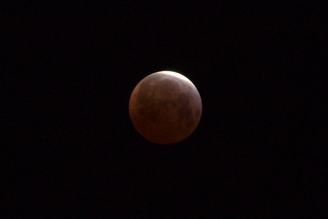 O4049937 lunar eclipse 5 16am crop 1s iso200 lighter
