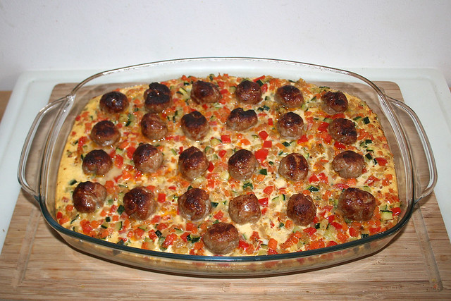 52 - Potato bratwurst casserole - Finished baking / Kartoffel-Bratwurst-Auflauf - Fertig gebacken