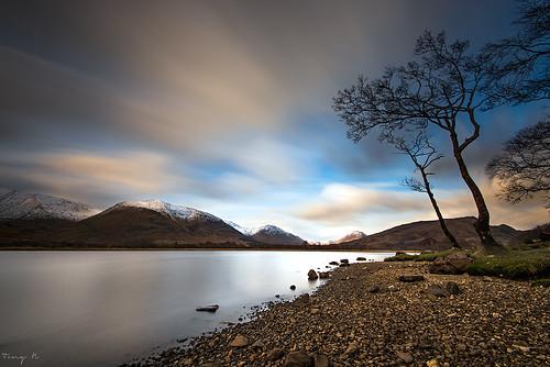 longexposure trees sunset mountains clouds scotland europe lac pebbles arbres loch awe nuages shores coucherdesoleil montagnes lochawe ecosse endofday rives poselongue d810 nd110 findejournée tonyn nikkor1635f4 tonynunkovics