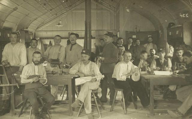 Luthier workshop. French prisoners of World War I.  Königsbrück sept. 1917
