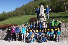 004. Il gruppo Montikids del CAI Gorizia, nei pressi del Monumento dell'Alpino Riccardo Di Giusto, il primo caduto della Grande Guerra (24 maggio 1915).