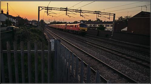 sunset mail db royalmail 325 90 dbs mailtrain class90 atherstone nightmail class325 dbschenker warringtonwilesden
