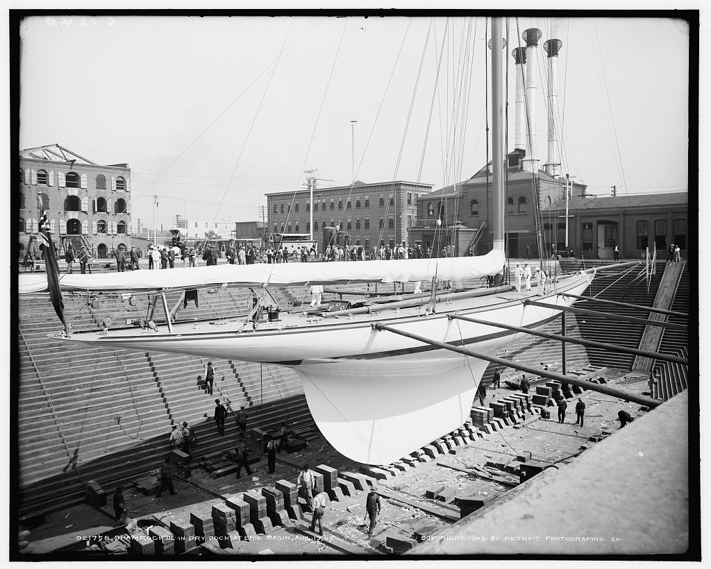 Shamrock III in dry dock at Erie Basin, Aug. 17, 1903 (LOC)