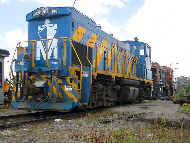 A pair of end cab switchers
