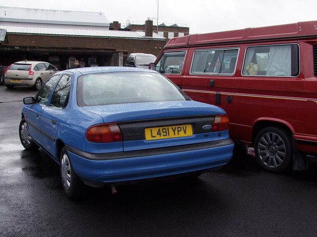 1994 Ford Mondeo saloon -  Ipswich Transport Museum Retro car day 29-03-15