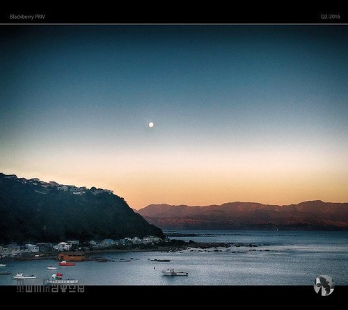 houses sunset sky moon mountains water boats coast glow blackberry coastal moonrise priv tomraven aravenimage q22016