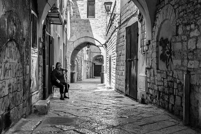 Life in the alley --- Trani - Puglia - Italia
