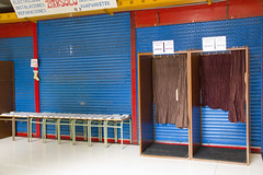 En la imagen se puede ver la zona de papeletas electorales del Colegio de la Plaza del Mercado