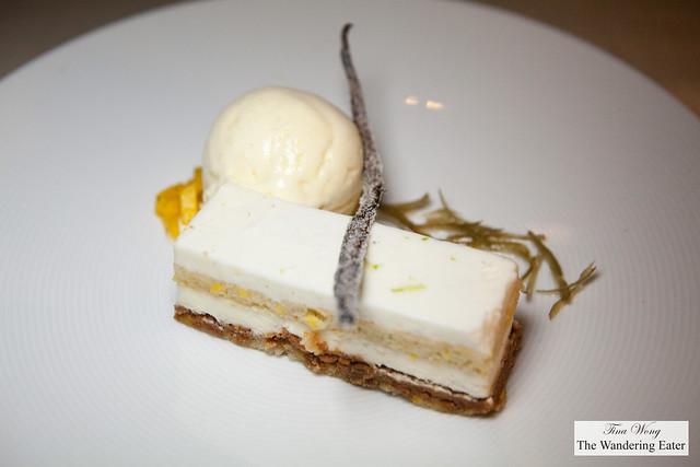 Coconut cake with vanilla