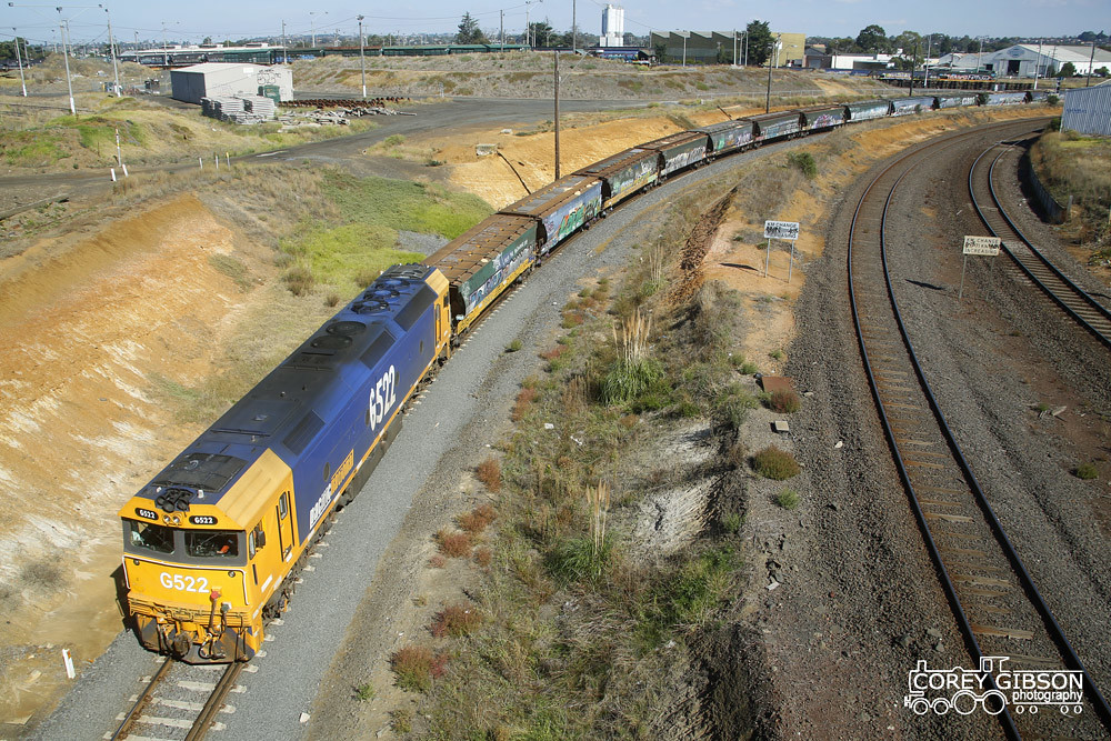 G522 heads down towards the Geelong grain terminal to unload by Corey Gibson