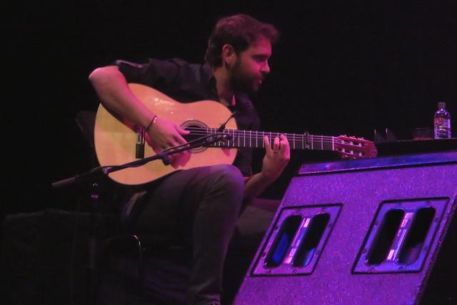 Buika (2015) 05 - guitarist