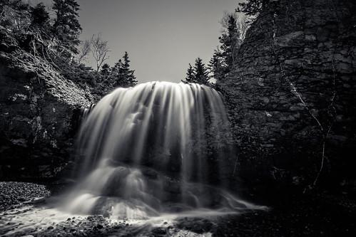 longexposure blackandwhite bw cliff sun canada water monochrome flow mono waterfall novascotia sunny le shore margaretsville thesaddle fundyshore cans2s fujixe2