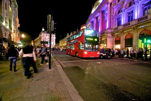 uk vacation england london night landscape evening unitedkingdom circus piccadilly 2011
