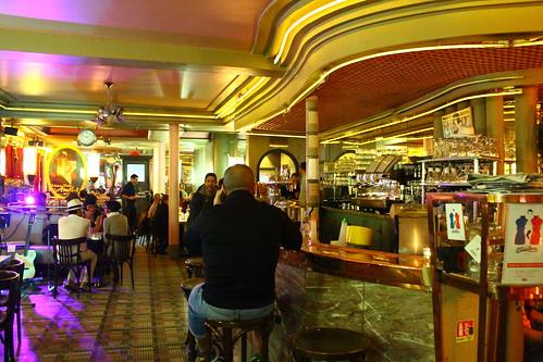 圖08雙磨坊咖啡館擺設相當溫馨,爵士樂團演奏增添濃濃的浪漫氣氛。