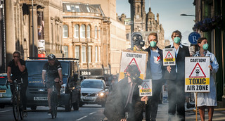 Activists gather to demand clean air as Edinburgh Air Pollution Zone to be expanded. | by Friends of the Earth Scotland