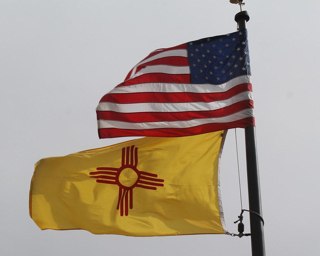 Santa Fe Nm U S And New Mexico Flags John H Gamez Flickr