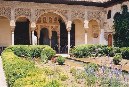 Palace courtyard | by Jon Stow