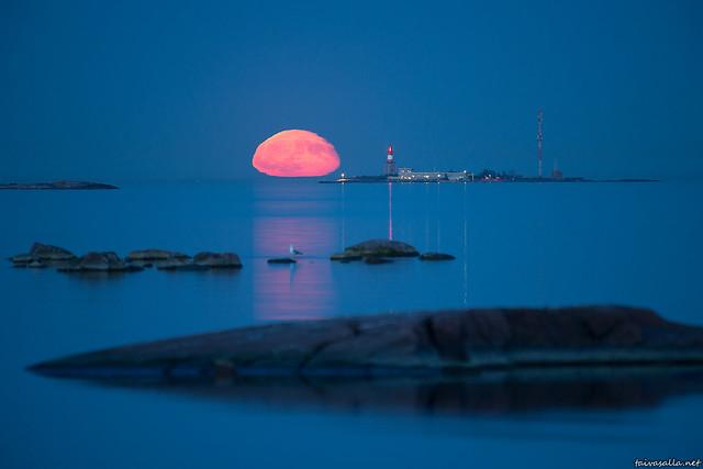 Harmaja moonrise