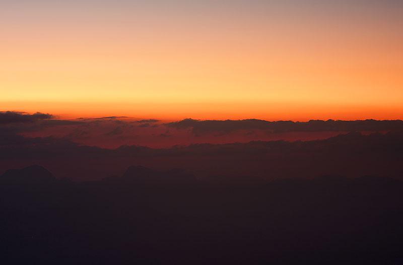 Pôr do sol e as nuvens, vistos de Tronqueira - Platô localizado a 1.970 metros de altitude.