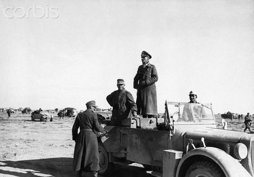 Hellmut von Leipzig al volante del coche del Mariscal Rommel