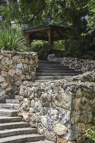 trees landscape rocks steps gazebo curve rockwall palatkaflorida floridastateparks nikond810 ravinegardensstatepark