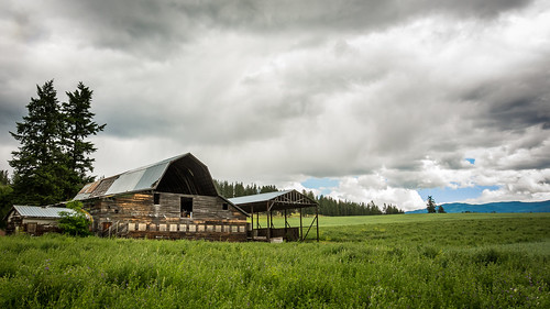 storm clouds barn landscape nikon okanagan nikondx d7100 armstrongbc 18105mmf3556gvr nikon18105mmvr nikond7100