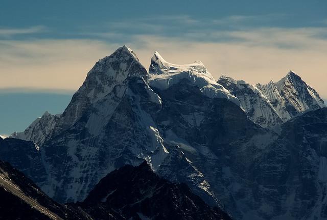 Kangtega (6782 m) and Kyashar (6770 m).