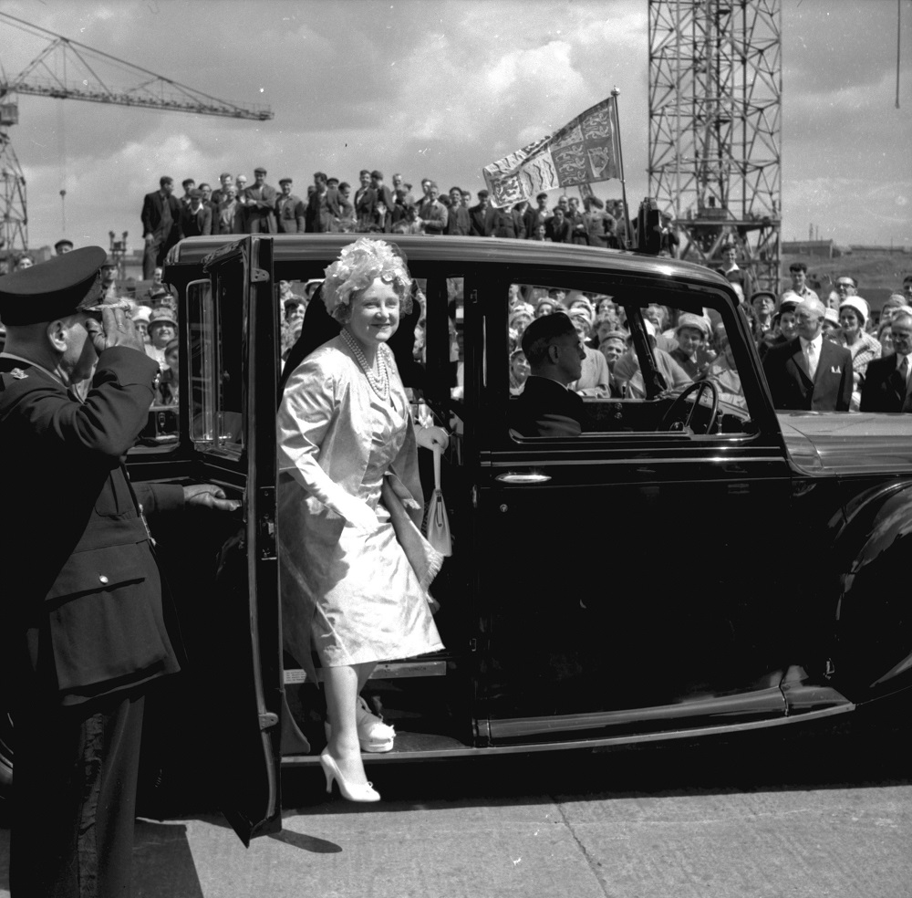 The Queen Mother arriving at Walker Naval Yard