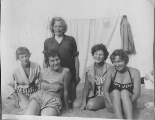 1958 - 02 - Val, Olive Hetherington, Pauline McIntyre, Yvonne Price, Janine Gough at Joss Bay