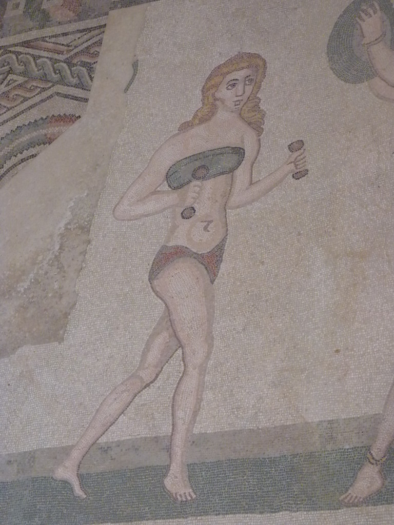 Im bikini mädels Finden Sie