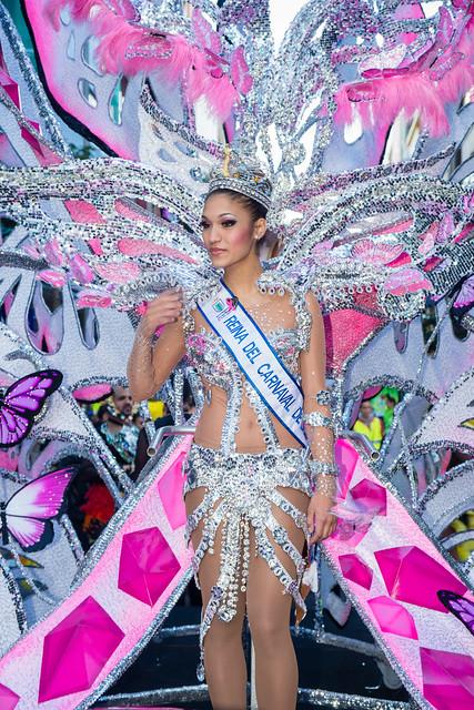 2016-02-20 Gran Cabalgata, Las Palmas (04) - Paula Miranda, Reina del Carnaval 2016  - Grosser Karnevalsumzug 2016  in Las Palmas de Gran Canaria