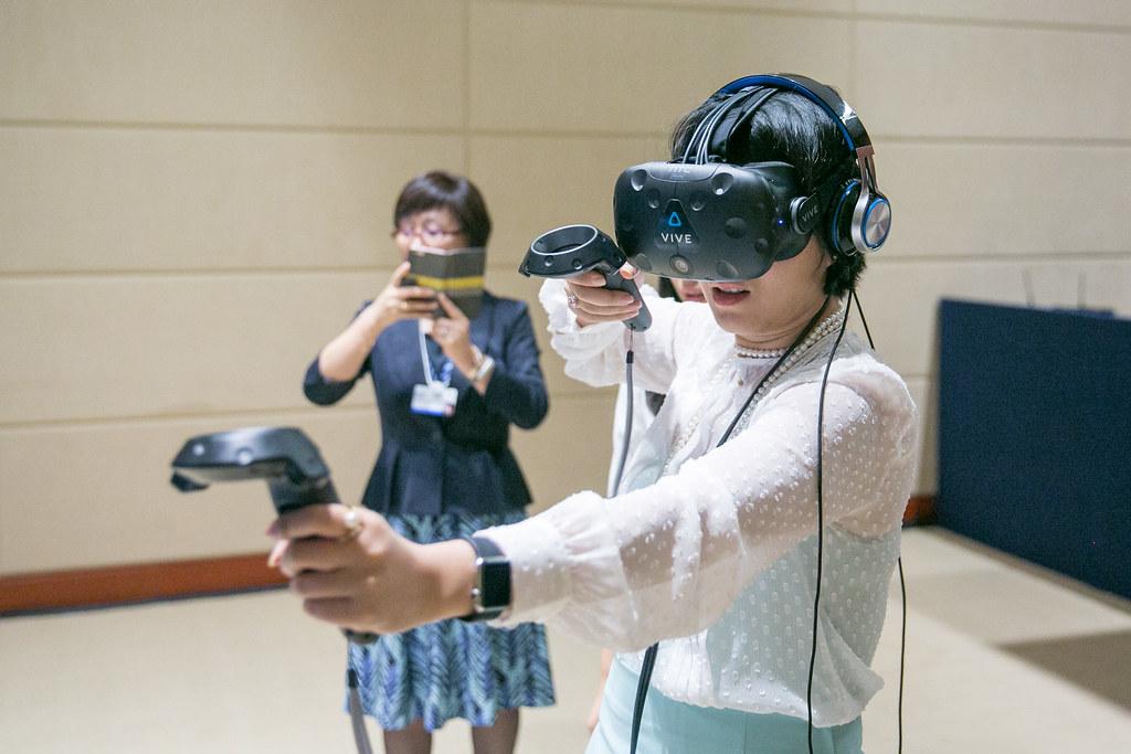 Spotlight on Virtual Reality: Robot Repair