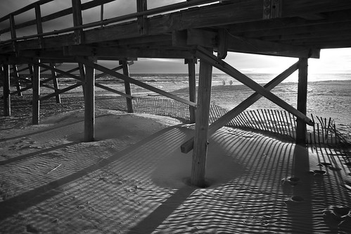 beach oceananapier winter winds surf blowingsand sunset lines angles fence pilings crossties backlit blackandwhite blancetnoir monochrome fullspectrumconversion neewer 850nm filter sony nex6 emount dunes atlantic ocean saltwater