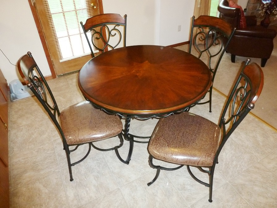 Wrought iron kitchen table & chairs | thornhill3 | Flickr