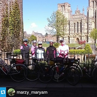 The #lwvelo girls at Wells Cathedral, still having a fab time by the looks of it...   #Repost @marzy_maryam ・・・ Wells Cathedral @leicesterwomensvelo @lindsaball2