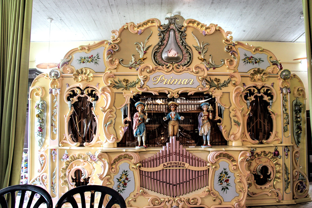 old music machine   looks like dutch music machine  The Nisc