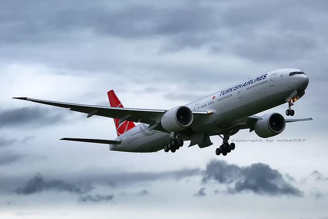 Turkish Airlines Boeing 777-300ER at PAE (TC-LJI)