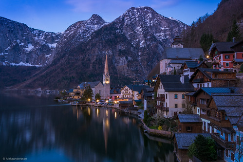 blue lake mountains alps water sunrise reflections dark austria town twilight europe unesco hour oberösterreich hallstatt