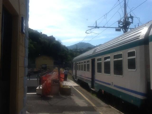 STAZIONE DI MARINO - TRENO PER ALBANO LAZIALE - INCROCIO TRENI