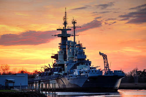 sunset usa canon war ship military wwii northcarolina worldwarii battleship wilmington usnavy 1941 warship ussnorthcarolina t3i capefearriver battlewagon bb55 newyorknavalshipyard carolinaclass