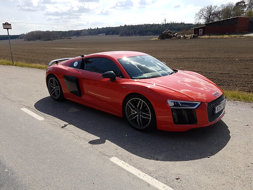 Audi R8 V10 -14 vs Audi R8 V10 -16 | by AudiBloggen