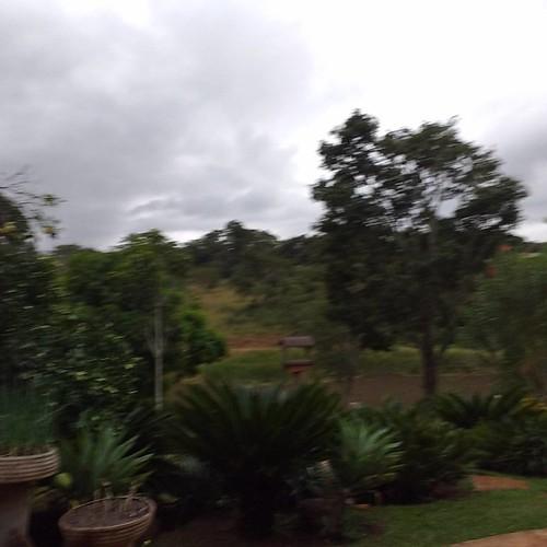 O tempo está mudando, chuva chegando por aqui. - MARA ...