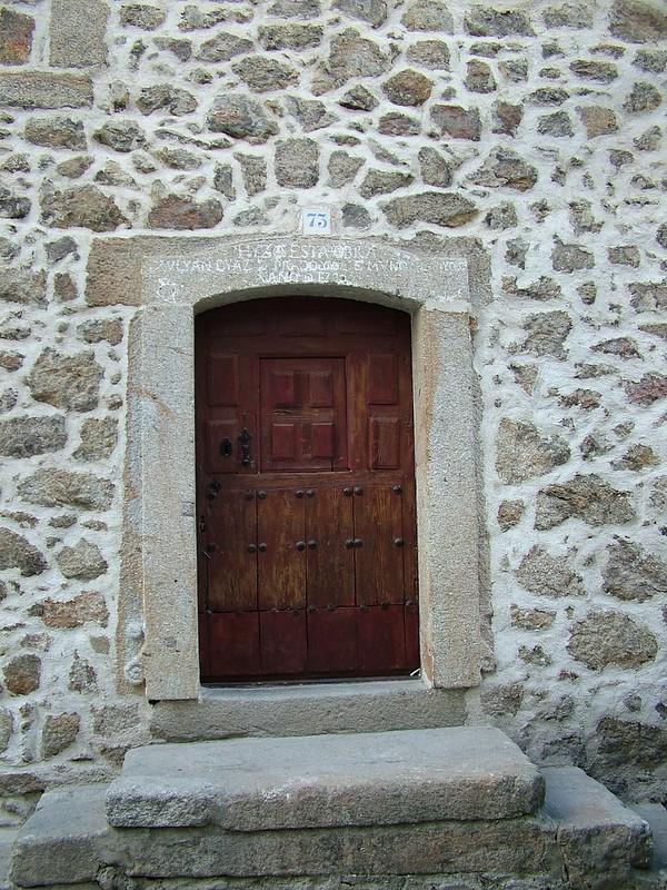 Puerta en una construcción de 1.730