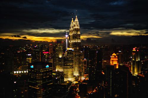 light sunset skyline night skyscraper gold cityscape skyscrapers petronas malaysia twintowers kualalumpur klcc twintower kltower petronastwintowers rokkor wrokkorhg