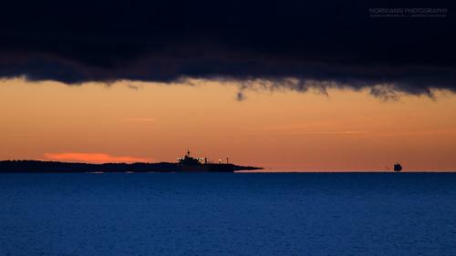 borre horten steinbrygga darkclouds inbetween luftspeiling mirage opticalphenomenon orange sea sunrise visualmagic weather vestfold norge no opticalillution